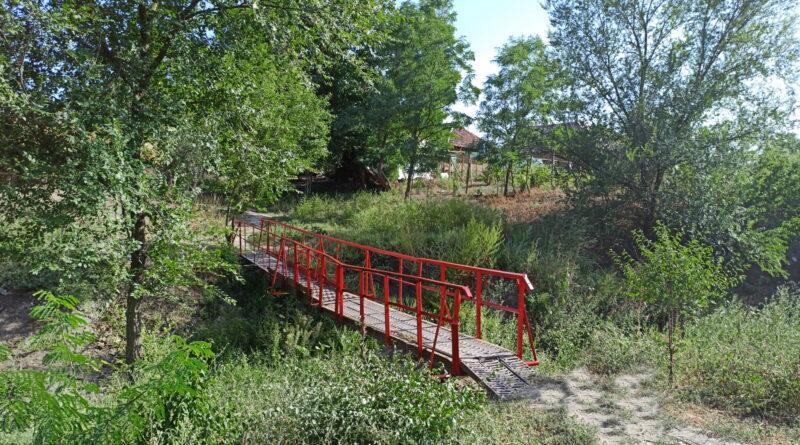 Ремонт пешеходного моста по переулку Островского.